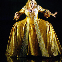 Soprano Lisa Milne as Semele in the Scottish Opera production of Handels 'Semele'. .Directed by John La Bouchardiere..Conducted by Christian Curnyn. .Opens February 19th 2005  at The Theatre Royal, Glasgow.( ÊSat 19 Feb, Tue 22 Feb, Sat 26 Feb, Tue 1 March and Fri 4 March.) Edinburgh Festival Theatre.Thu 17 March and Sat 19 March. .Picture © Drew Farrell . (Drew Farrell  07721- 735041 ) . Scottish Opera Contact : Press Manager Libby Jones Tel 0141 248 4567. Note to Editors:  This image is free to be used editorially in the promotion of the forthcoming production. Without prejudice ALL other licences without prior consent will be deemed a breach of copyright under the 1988. Copyright Design and Patents Act  and will be subject to payment or legal action, where appropriate.