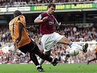 Fotball<br /> 2004/2005<br /> Foto: SBI/Digitalsport<br /> NORWAY ONLY<br /> <br /> West Ham v Wolverhampton Wanderers<br /> Coca-Cola Championship.  Upton Park.<br /> 02/10/2004<br /> <br /> West Ham's Carl Fletcher tackles Wolves' Shaun Newton