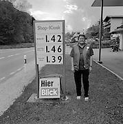 Kiosk und Tankstelle bedient, Mühletal bei Schmitten. Station d'essence avec Kiosque et service. © Romano P. Riedo
