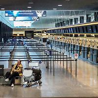 24.03.2020; Kloten; Inland - Massnahmen Corona Virus; <br /> Leere Check-In Schalter im Terminal 2. Im Flughafen Zuerich wurde der Flugverkehr praktisch eingestellt. Nur noch sehr wenige Passagiere im Flughafengebaeude. <br /> (Andy Mueller/freshfocus)