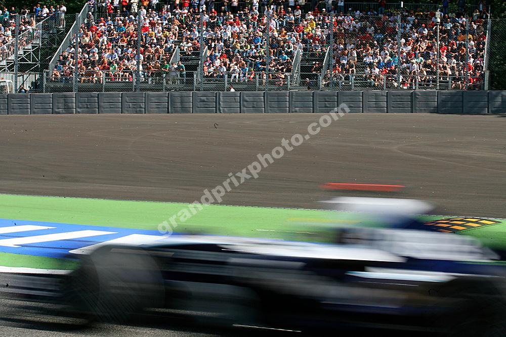 A blurred Nico Rosberg (Williams-Toyota) passing the new asphalt run-off erea in practice for the 2007 Italian Grand Prix at Monza. Photo: Grand Prix Photo