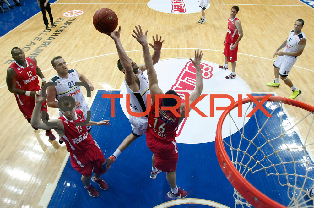 Fenerbahce Ulker's Omer Onan (C) during their Euroleague Basketball Top 16 Game 13 match Fenerbahce Ulker between Olympiacos at Fenerbahce Ulker Sports Aren in Istanbul, Turkey, Thursday, March 29, 2013. Photo by TURKPIX
