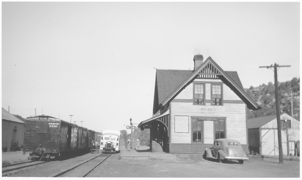 RGS Goose at Dolores depot in 1946 with box cars to left.<br /> RGS  Dolores, CO  Taken by Peyton, Ernie S. - 6/1946
