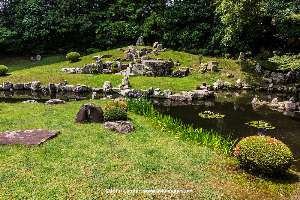 Manpuku-jiGarden was designed by tea ceremony master, artist and garden designer Sesshu Toyo.  The garden was built more than 500 years ago  and is meant to express the doctrine of Zen Buddhism. Rocks were put in appropriate positions putting the Shumisen-stone at its center.  The Mt. Shumisen was thought as the center of the Buddhist Universe. The pond forms the Chinese character for 'Heart' or 'Mind'.