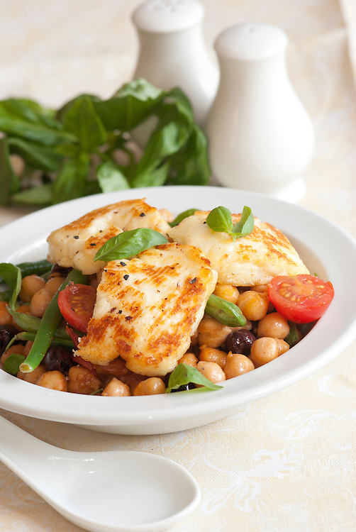 Salad With Halloumi, Chickpeas, Green Beans, Tomatoes And Olives