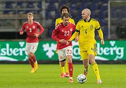 Marcus Danielson (Sverige) og Lucas Andersen (Danmark) under venskabskampen mellem Danmark og Sverige den 11. november 2020 på Brøndby Stadion (Foto: Claus Birch).