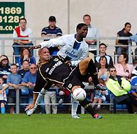 Fotball<br /> England 2004/05<br /> Treningskamp<br /> Oxford United v Chelsea<br /> 17. juli 2004<br /> Foto: Digitalsport<br /> NORWAY ONLY<br /> Celestine Babayaro Chelsea/Tommy Mooney Oxford United