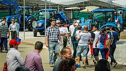 Visitação de público no Maquinário Agricola durante a 39º Expointer - Exposição Internacional de Animais, Máquinas, Implementos e Produtos Agropecuários. A maior feira a céu aberto da América Latina, promovida pela Secretaria de Agricultura e Pecuária do Governo do Rio Grande do Sul, ocorre no Parque de Exposições Assis Brasil, entre 27 de agosto e 04 de setembro de 2016 e reúne as últimas novidades da tecnologia agropecuária e agroindustrial. FOTO: Itamar Aguiar/ Agência Preview