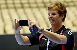 19-12-2015 DEN: World Championships Handball 2015 Training Oranje, Herning<br /> Na een rustige training werd er een persmoment gehouden / Carla Van Dijk
