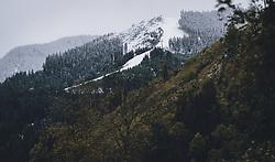 THEMENBILD - erster Schnee zeichnet eine klare Linie am Berg zur herbstlichen Landschaft im Tal , aufgenommen am 26. September 2020 in Viehhofen, Oesterreich // first snow draws a clear line on the mountain to the autumnal landscape in the valley in Viehhofen, Austria on 2020/09/26. EXPA Pictures © 2020, PhotoCredit: EXPA/Stefanie Oberhauser