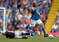 Fotball<br /> Foto: SBI/Digitalsport<br /> NORWAY ONLY<br /> <br /> Date: 21/08/2004.<br /> Birmingham City v Chelsea FA Barclays Premiership.<br /> <br /> Stan Lazaridis of City skips over a challenge from Chelsea's Geremi