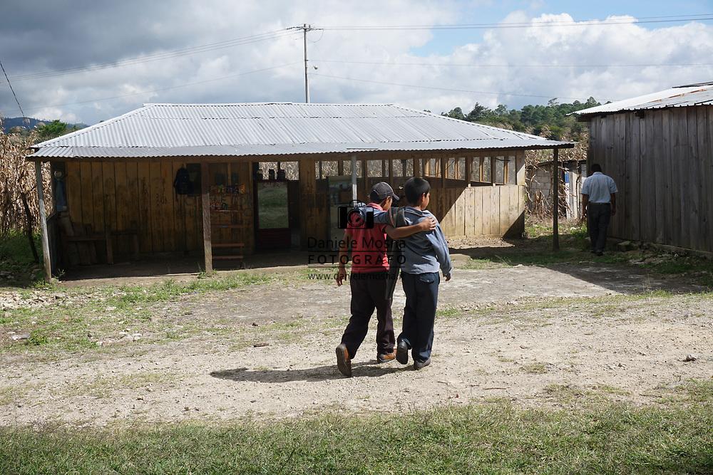Viaggio in Messico, Chiapas Chinkultic, viaggio per Guatemala, 10-11 Dicembre 2016 © foto Daniele Mosna Viaggio Messico Guatemala 2016-2017 Chintkultic inizio Guatemala, Dicembre 2016 © foto Daniele Mosna