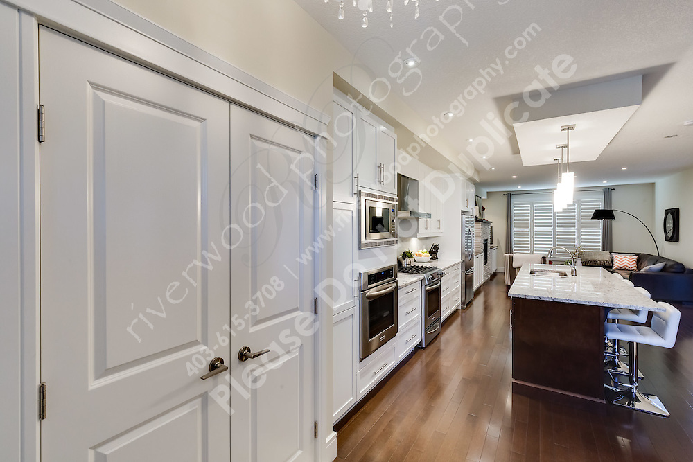 Interior images of a residential ketchen following a kitchen cabinet restoration project.<br /> <br /> ©2016, Sean Phillips<br /> http://www.RiverwoodPhotography.com