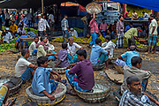 The fruit and vegetable markets of Burrabazar in the muslim neighborhood of Chitpur,around the Nakhoda Mosque, is a bustling labyrinth of bazars and winding alleyways.
