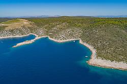Luftaufnahme der Südküste der Insel Solta, Dalmatien, Kroatien, Adria, Mittelmeer / Aerial View of the Coast of Island Solta, Dalmatia, Croatia, Adriatic Sea, Mediterranean Sea