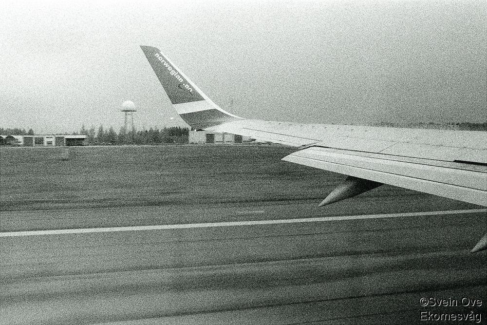 Et Norwegian fly tar av fra rullebanen. Foto: Svein Ove Ekornesvåg