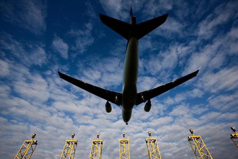Belgium - Brussels - June 2009 - Illustration pictures - Blue Sky - Plane - Aircraft - Airport - CO2 - Pollution - ozone - climate change. .© Scorpix / P.Mascart.