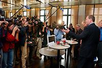 30 SEP 2003, BERLIN/GERMANY:<br /> Peer Steinbrueck, Ministerpraesident Nordrhein-Westfalen, und Roland Koch (hinter Steinbrueck), CDU, Ministerpraesident Hessen, und Kameraleute, nach Ende der Pressekonferenz zur Vorstellung des Programms zum Subventionsabbau, Bundesrat<br /> IMAGE: 20030930-01-029<br /> KEYWORDS: Peer Steinbrück, Ministerpräsident, Kamera, camera, Fotografen