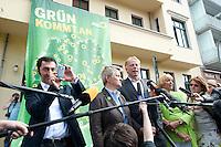 17 AUG 2009, BERLIN/GERMANY:<br /> Cem Oezdemir, B90/Gruene Bundesvorsitzender, Renate Kuenast, B90/Gruene Spitzenkandidatin, Juergen Trittin, B90/Gruene Spitzenkandidat, Claudia Roth, B90/Gruene Bundesvorsitzende, Pressestatement anl. dem Start der Deutschlandtour zur Bundestagswahl 2009, vor der Bundesgeschaeftsstelle<br /> IMAGE: 20098017-02-009<br /> KEYWORDS: Wahlkampf, Auftakt, Cem Özdemir, Renate Künast, Jürgen Trittin, fotografiert, Mikrofon, microphone, Journalisten