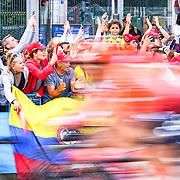 peloton, fans, supporters, PLaza de Cibeles, Madrid
