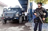 La polizia federale prende il controllo della sicurezza dell'intero lo stato di Michoacan.