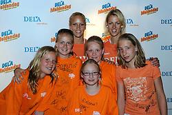10-05-2008 VOLLEYBAL: DELA MEIDENDAG: APELDOORN<br /> Zo n 1500 meisjes woonden de teampresentatie van het Nederlands vrouwenvolleybalteam bij. De DELA meidendag werd weer een groot succes / Kim Staelens en Debby Stam<br /> ©2008-WWW.FOTOHOOGENDOORN.NL