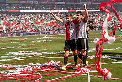 14-05-2017 NED: Kampioenswedstrijd Feyenoord - Heracles Almelo, Rotterdam<br /> In een uitverkochte Kuip pakt Feyenoord met een 3-0 overwinning het landskampioenschap. Spelers van Feyenoord vieren het kampioenschap / Jan-Arie van der Heijden #6,  Eric Botteghin #33