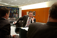 09 JAN 2002, BERLIN/GERMANY:<br /> Gerhard Schroeder, SPD, Bundeskanzler, und die Spiegel Redakteure Gabor Steingart (L), Hans-Joachim Noack (R), waehrend einem Interiew, Bundeskanzleramt<br /> IMAGE: 20020109-02-033<br /> KEYWORDS: Gerhard Schröder - NICHT ZUR VERWENDUNG! GESPERRT! -
