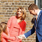 NLD/Zevenhuizen/20150709 -  Koningin Maxima opent het Leontienhuis, een initiatief van oud-wielrenster Leontien Zijlaard-van Moorsel, LeontienZijlaard-van Moorsel met haar dochter Indy en de burgemeester