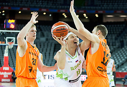 08-09-2015 CRO: FIBA Europe Eurobasket 2015 Slovenie - Nederland, Zagreb<br /> De Nederlandse basketballers hebben de kans om doorgang naar de knockoutfase op het EK basketbal te bereiken laten liggen. In een spannende wedstrijd werd nipt verloren van Slovenië: 81-74 / Miha Zupan of Slovenia vs Kees Akerboom of Netherlands. Photo by Vid Ponikvar / RHF
