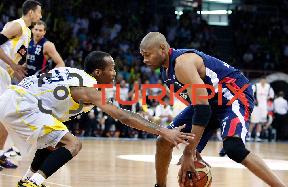 Fenerbahce Ulker's Tarence Anthony KINSEY (L) and Efes Pilsen's Charles SMITH (R) during their Turkish Basketball league Play Off Final Sixth Leg match Fenerbahce Ulker between Efes Pilsen at the Abdi Ipekci Arena in Istanbul Turkey on Wednesday 02 June 2010. Photo by Aykut AKICI/TURKPIX