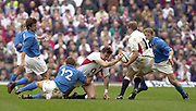 Twickenham, Surrey, 9th March2003, Six nations International Rugby,  RFU Stadium, England, [Mandatory Credit; Peter Spurrier/Intersport Images]<br /> Photo Peter Spurrier<br /> 09/03/2003<br /> RBS Six Nations Rugby England v Italy<br /> Dan Luger passes the ball to Mike Tindall