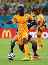 RECIFE, June 14, 2014  Cote d'Ivoire's Cheick Tiote vies with Japan's Yuya Osako during a Group C match between Cote d'Ivoire and Japan of 2014 FIFA World Cup in the Aren Pernambuco Stadium in Recife, Brazil, June 14, 2014. (Credit Image: © Cao Can/Xinhua/ZUMAPRESS.com)