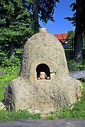 Węgorzewo, 2007-08-07. Piec garncarski w Muzeum Kultury Ludowej - Park Etnograficzny w Węgorzewie.