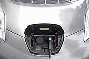 Nederland, Wijchen, 30-6-2017 De eigenaar van een elektrisch aangedreven auto laadt zijn voertuig op aan een laadpaal FOTO: FLIP FRANSSEN