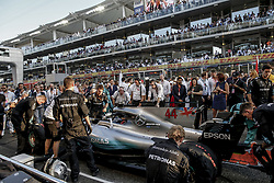 November 26, 2017 - Abu Dhabi, United Arab Emirates - Motorsports: FIA Formula One World Championship 2017, Grand Prix of Abu Dhabi, .mechanic of Mercedes AMG Petronas F1 Team  (Credit Image: © Hoch Zwei via ZUMA Wire)