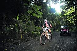 """November 1, 2018 - (02/11/2018) El pedalista estadounidense Lance Armstrong tuvo un inicio complicado este jueves en la edición 2018 de la competencia de ciclismo de montaña La Ruta de los Conquistadores, que va del océano Pacífico al litoral Caribe, pasando por el Valle Central. PROHIBIDO EL USO O REPRODUCCIÃ""""N EN COSTA RICA. (Credit Image: © John Duran/La Nacion via ZUMA Press)"""