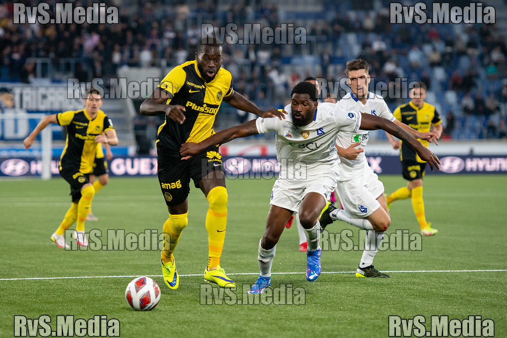 LAUSANNE, SWITZERLAND - SEPTEMBER 22: Wilfried Kanga #9 of BSC Young Boys battles for the ball with Elton Monteiro #6 of FC Lausanne-Sport during the Swiss Super League match between FC Lausanne-Sport and BSC Young Boys at Stade de la Tuiliere on September 22, 2021 in Lausanne, Switzerland. (Photo by Basile Barbey/RvS.Media)