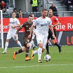 Ivan Paurevic (Nr.29, SV Sandhausen) am Ball  beim Spiel in der 2. Bundesliga, SV Sandhausen - FC St. Pauli.<br /> <br /> Foto © PIX-Sportfotos *** Foto ist honorarpflichtig! *** Auf Anfrage in hoeherer Qualitaet/Aufloesung. Belegexemplar erbeten. Veroeffentlichung ausschliesslich fuer journalistisch-publizistische Zwecke. For editorial use only. For editorial use only. DFL regulations prohibit any use of photographs as image sequences and/or quasi-video.