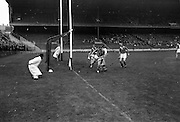 11/09/1966<br /> 09/11/1966<br /> 11 September 1966<br /> National Hurling League Final: New York v Kilkenny at Croke Park, Dublin.<br /> C. Dunne sends a distant ball into the net to chalk up the half-time score to Kilkenny. 1g.4pts, against New York's 4pts.