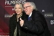 Klaus Doldinger mit Ehefrau Inge auf dem Roten Teppich anlässlich der Verleihung des 41. Bayerischen Filmpreises 2019 am 17.01.2020 im Prinzregententheater München.