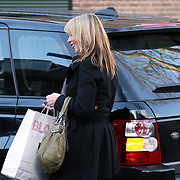 NLD/Laren/20080112 - Linda de Mol winkelend in Laren NH