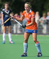 AMSTELVEEN - HOCKEY - Joelle Ketting van Bloemendaal tijdens de eerste competitiewedstrijd van het nieuwe seizoen tussen de vrouwen van Pinoke en Bloemendaal. COPYRIGHT KOEN SUYK