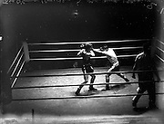 26/09/1952<br /> 09/26/1952<br /> 26 September 1952<br /> Red Cross Boxing event, Corinthians vs Scottish boxers. The bouts at the National Stadium. Joe O'Connor  (Corinthians) v L. Mullen (Glasgow).