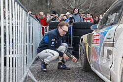 17.01.2014, Reifen Service, Sisteron, FRA, FIA, WRC, Monte Carlo, 2. Tag, im Bild LATVALA Jari Matti ( VOLKSWAGEN MOTORSPORT (DEU) / VOLKSWAGEN POLO R ) wechselt die Reifen an seinem Fahrzeug during day two of FIA Rallye Monte Carlo held near Monte Carlo, France on 2014/01/17. EXPA Pictures © 2014, PhotoCredit: EXPA/ Eibner-Pressefoto/ Neis<br /> <br /> *****ATTENTION - OUT of GER*****