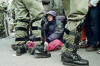 20.03.1998, Germany, Ahaus:<br /> Demonstrantin gegen Castor Transport wird bei Sitzblockade von Polizei eingekesselt, Castor Transport nach Ahaus<br /> IMAGE: 19980320-01/01-15<br />  <br />  <br />  <br /> KEYWORDS: Demo, Demonstartion