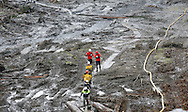 Rescue worker leave the area after searching for victims at the mudslide in Oso, Washington March 30, 2014. Local churches offered prayers on Sunday for the victims of last week's devastating mudslide in Washington state and words of solace for grieving families and friends, many of whom are still waiting for news of missing loved ones.  REUTERS/Rick Wilking (UNITED STATES)