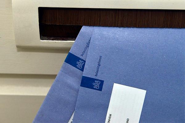 Nederland, Ubbergen, 2-5-204Enveloppen van de belastingdienst in de brievenbus van een particulier of zzp-er.Foto: Flip Franssen/Hollandse Hoogte