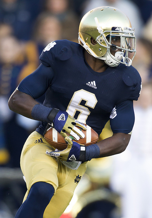 November 17, 2012:  Notre Dame running back Theo Riddick (6) runs the ball during NCAA Football game action between the Notre Dame Fighting Irish and the Wake Forest Demon Deacons at Notre Dame Stadium in South Bend, Indiana.  Notre Dame defeated Wake Forest 38-0.