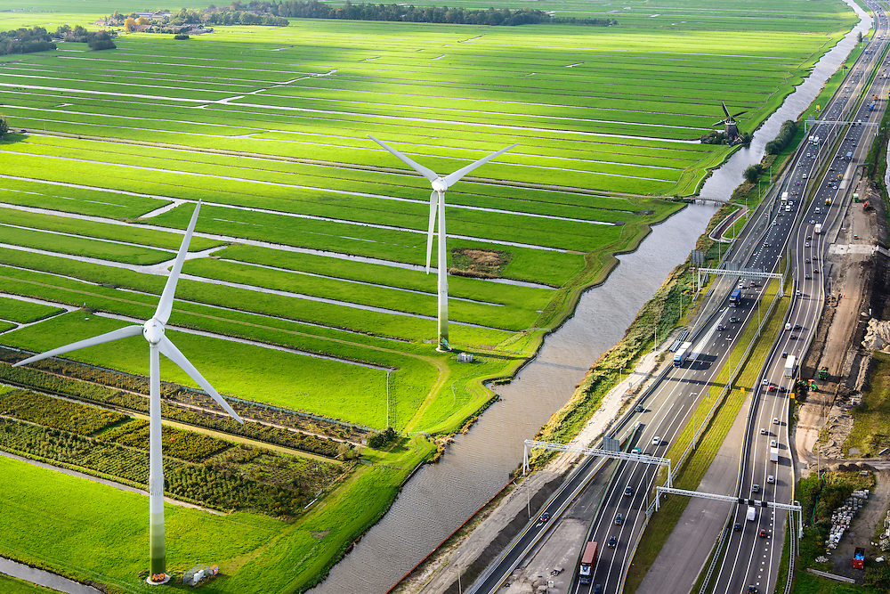 Nederland, Zuid-Holland, Stompwijk, 23-10-2013; A4 tussen Leiden en Leidschendam, zicht op het Groene Hart met windturbines en windmolen.<br /> Close-up motorway A4 and green polder in the West of the netherlands, the Green Heart.<br /> luchtfoto (toeslag op standaard tarieven);<br /> aerial photo (additional fee required);<br /> copyright foto/photo Siebe Swart.